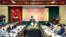 Deputy Prime Minister Vu Duc Dam presides a meeting with the Ministry of Health's disease prevention board (Photo: SGGP)