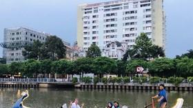 Tourists enjoy their time in HCM City (Source: kichcaudulichtphcm.vn)