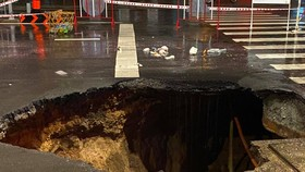 Sinkhole closes Nguyen Oanh street in District Go Vap after torrential rain
