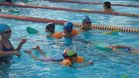 The rate of children who can perform all five basic swimming skills in the academic year 2019-2020 was over 80 percent (Photo: SGGP)