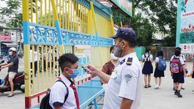 Temperature check at a school in HCMC (Illustrative photo)