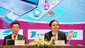 Education Minister Phung Xuan Nha (R) at a seminar (Photo: SGGP)