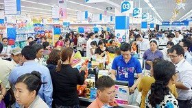 Purchase power doubles in the three-day new year holiday (Photo: SGGP)
