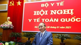 Prime Minister Nguyen Xuan Phuc delivers a speech at the National Health Conference in Hanoi on January 6. (Photo: VNA)