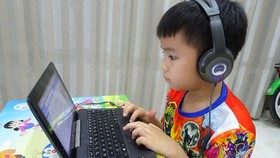 HCMC switches to online learning (Photo: SGGP)