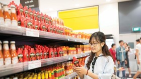 VN-Index bounces back on large-cap stocks