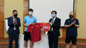 Ambassador encourages national men's football squad ahead of World Cup qualifier