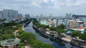 Harsh punishment imposed on owners of illegally-built houses along canals