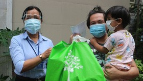 HCMC supports foreigners dealing with hardship during Covid-19
