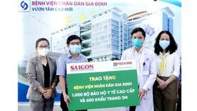 SGGP Newspaper, Phuc Khang Company donate medical protective suits to hospitals