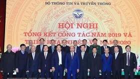 Prime Minister Nguyen Xuan Phuc (front row, sixth from left) at the event (Photo: VNA)