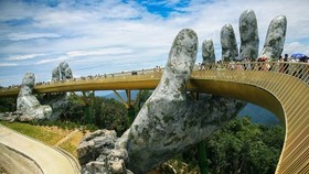 Golden Bridge, one of the most popular spots in Sun World Ba Na Hills in central Da Nang city. (Photo: VNA)