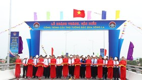 An inauguration ceremony of Tho Tuong Bridge crossing La River.