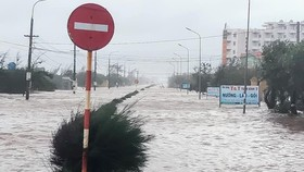 Typhoon Nangka brings sea water to Thinh Long Town in Nam Dinh Province