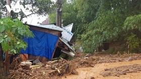 Torrential rains trigger severe landslides in Nam Tra My district, central Quang Nam province. (Photo: VGP)
