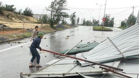Metal roofs are blown away in Quang Tri (Photo: VNA)