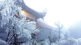 Freezing cold snap blankets Fansipan mountaintop