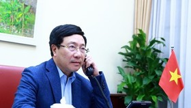 Deputy Prime Minister and Foreign Minister Pham Binh Minh talks on the phone with US Secretary of State Mike Pompeo (Photo: VNA)