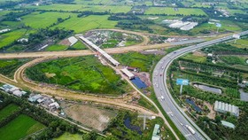 Ministry requires four expressway projects' adjustment in Mekong Delta