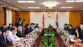 Vietnam, Cambodia lift trade ties