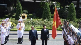 Party, State leader of Laos visits Vietnam