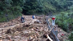 Serious landslide occurs on O Quy Ho mountain pass after torrential rain