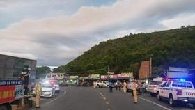 Police overnight guide motorbikes from HCMC to travel through Hai Van Pass
