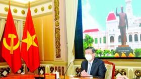 Italian Consul General receives Ho Chi Minh City Badge