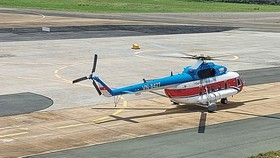 Helicopter transports Covid-19 vaccines to Con Dao Island