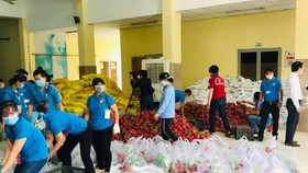 Eggs, dragon fruits, rice, chicken transported to rental houses in HCMC