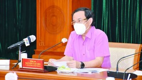 HCMC extends social distancing in one more month to control Covid-19