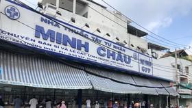 HCMC residents crowd supermarkets, pharmacies rushing to stockpile goods