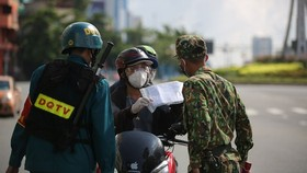 Military officers on first day of tighter social distancing order in HCMC