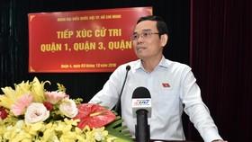 Phó Bí thư Thường trực Thành ủy TPHCM Trần Lưu Quang phát biểu trong buổi tiếp xúc cử tri. Ảnh: VIỆT DŨNG