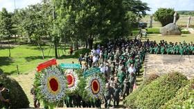Dâng hương tưởng niệm các anh hùng liệt sĩ TNXP