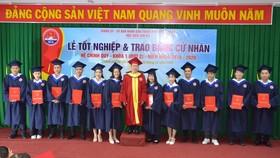 135 sinh viên Học viện Cán bộ TPHCM nhận bằng tốt nghiệp