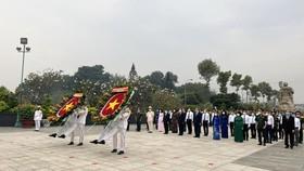 Lãnh đạo TPHCM dâng hương, dâng hoa tưởng niệm các anh hùng liệt sĩ nhân dịp Tết Tân Sửu