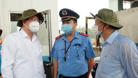 Lãnh đạo TPHCM thăm lực lượng làm nhiệm vụ phòng chống dịch Covid-19
