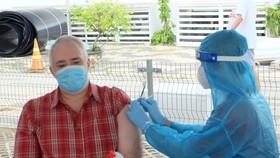 Hơn 660 người nước ngoài ở quận 7 được tiêm vaccine phòng Covid-19