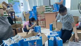 Quận 7 tặng 1.000 túi thuốc chăm sóc sức khỏe F0 tại nhà