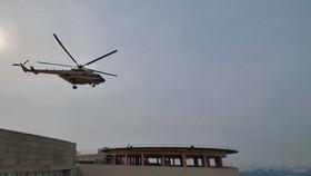 Trực thăng Mi171 sắp hạ cánh xuống sân đỗ của Viện Chấn thương Chỉnh hình, Bệnh viện Quân y 175