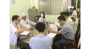 Đoàn bác sĩ Bệnh viện Chợ Rẫy đang hội chẩn với  bác sĩ Bệnh viện Đa khoa tỉnh Bình Thuận