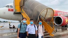Ê kíp bác sĩ Bệnh viện Chợ Rẫy lên đường ra Đà Nẵng. Ảnh: BVCC