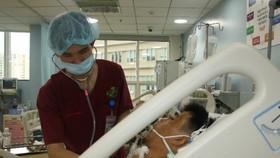 Bệnh nhân đã tỉnh táo, có thể nhận biết nghe gọi, các chỉ số lâm sàng, huyết áp trở lại bình thường