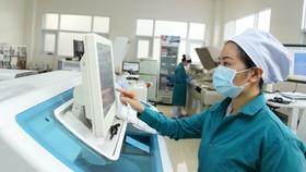 Phòng xét nghiệm tìm Covid-19 tại Bệnh viện 7A. Ảnh: HOÀNG HÙNG