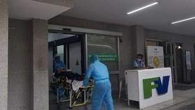 Bệnh nhân được đưa về cấp cứu đảm bảo an toàn phòng chống dịch