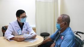 BSCKI. Lê Hoàng Bảo tư vấn cho người bệnh đái tháo đường