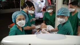 Các bác sĩ đang tích cực điều trị cho bệnh nhân