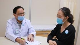 PGS TS Bùi Hữu Hoàng tư vấn điều trị H.P cho người bệnh