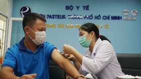 TPHCM: Tiêm vaccine Covid-19 cho hơn 80 phóng viên